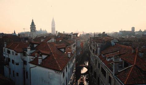 venezia-cinematic-short-film-homage-to-the-city-of-venice-on-behalf-of-rene-caovilla-directed-by-oliver-and-nils-astrologo-in-2016